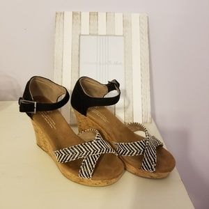 TOMS Black and White Wedges